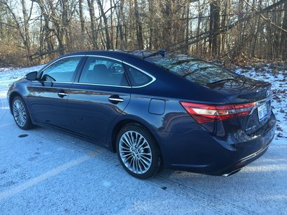 2016 Toyota Avalon Limited rear 3/4 view