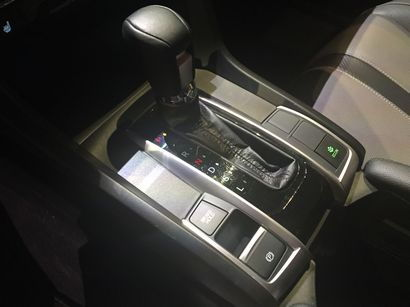 2016 Honda Civic Touring console and shifter detail