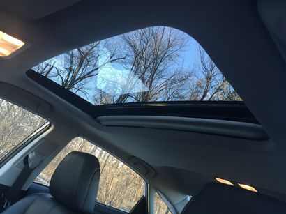 2016 Toyota Avalon Limited moonroof detail