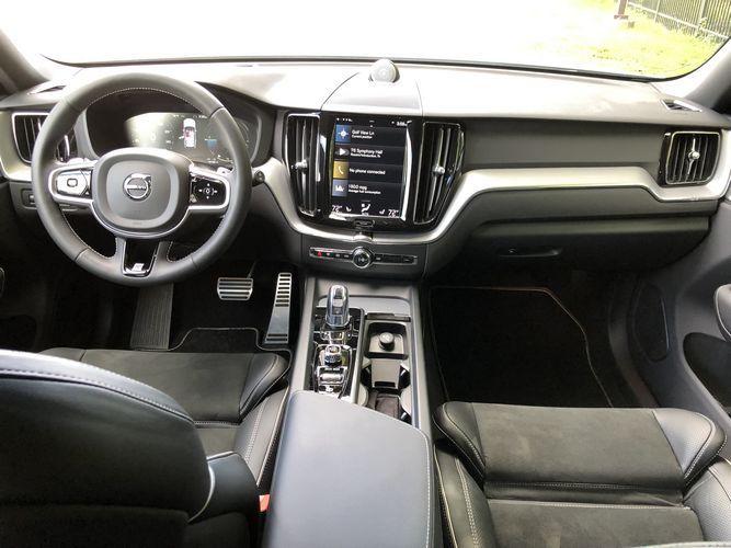 2019 Volvo XC60 T8 e-AWD R-Design