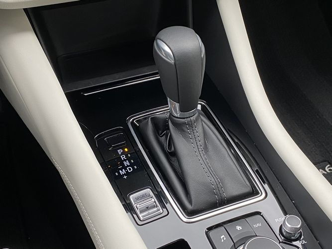 2019 Mazda Mazda6 Signature center console and shift lever