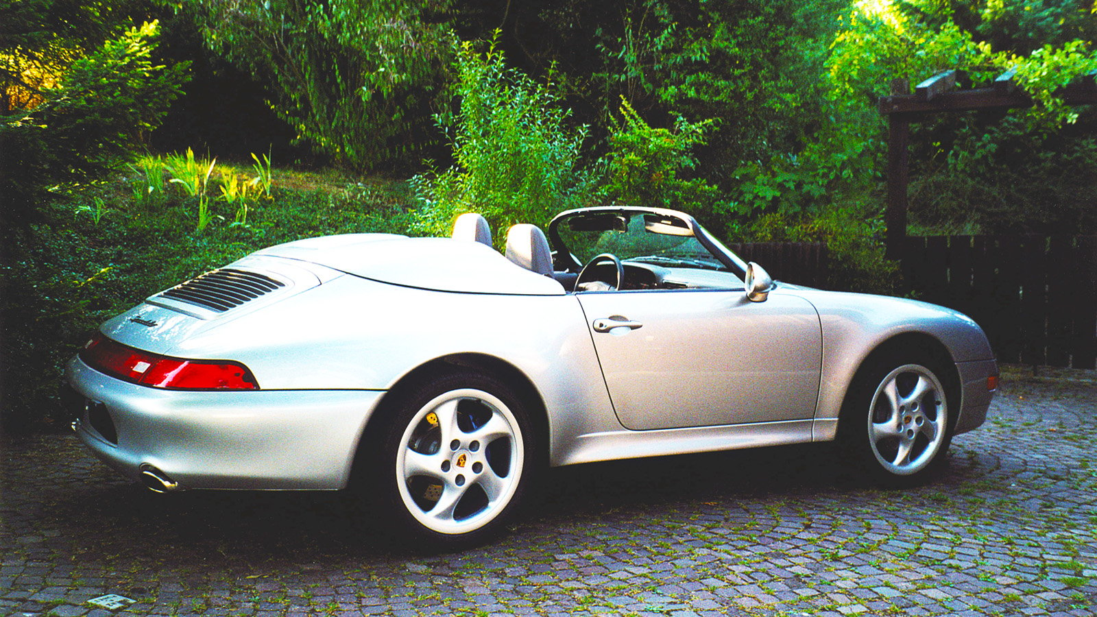 The technical improvements of the 993 model.