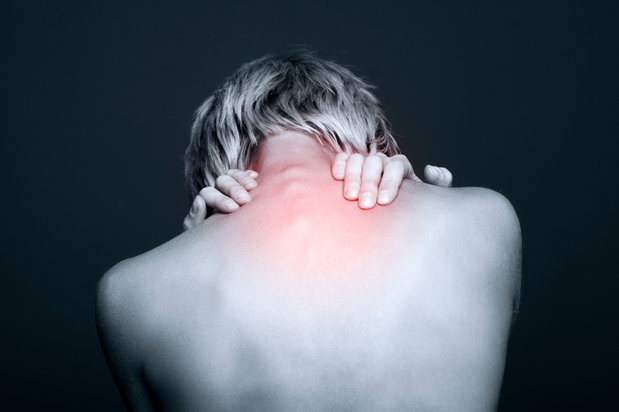 woman with pain in her neck