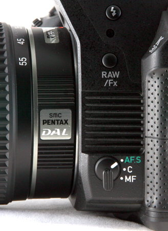 Pentax K-30-side-AF button.jpg