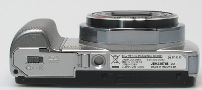olympus_SZ-10_bottom.jpg