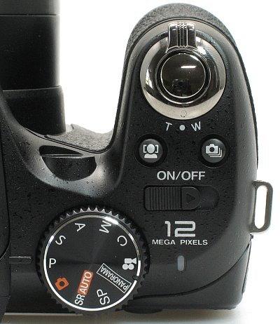fuji_s2550_controls_grip.jpg