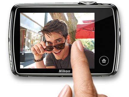 Nikon-S01-touchscreen.jpg