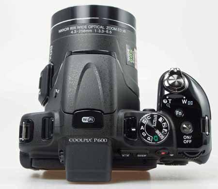 Nikon_Coolpix_P600-top.jpg