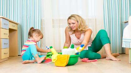 A mom and her daughter play on the floor of their home.