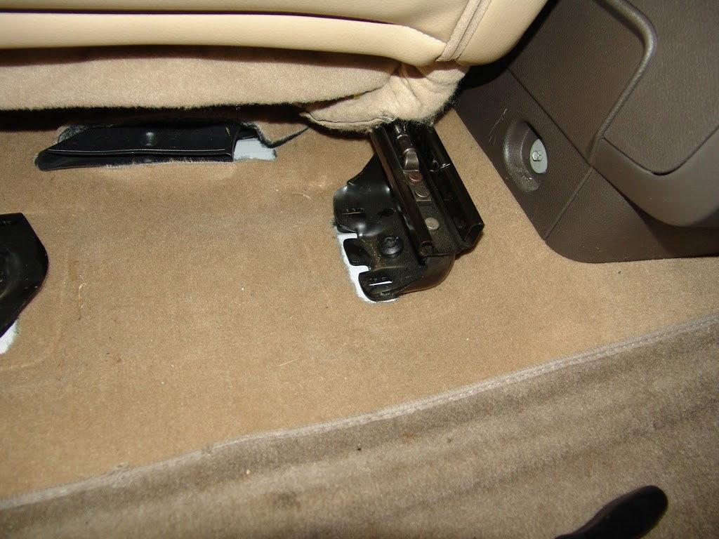 Seat bolt