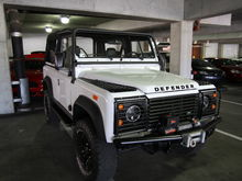 Found this nice looking Defender 90 in a parking garage in Memphis, Tennessee