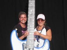Tracy & Jules strumming Big Fender