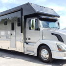 2007 Silver Crown Motorgarage 2-Slides Queen Bed Full Body P