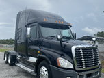 2011 Freightliner Cascadia 125 Semi Truck  for sale $39,999