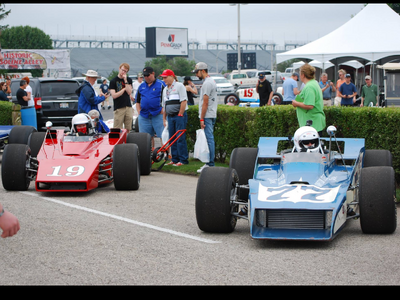 2 Indianapolis 500 Race Cars Indy Indycar