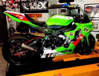 2015 Yamaha R1 racebike