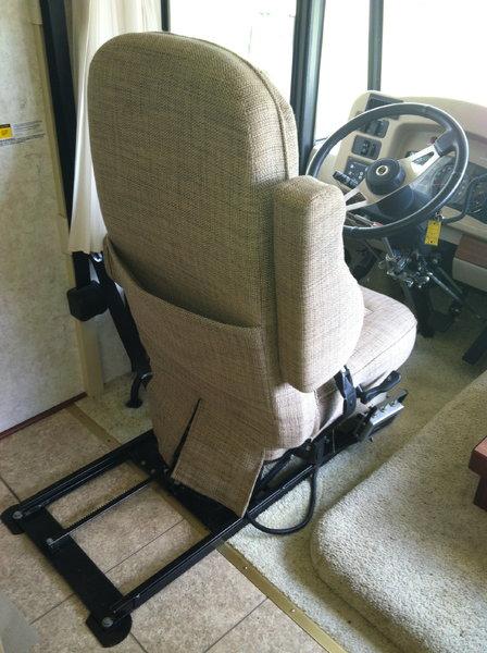 2004 Winnebago Class A Wheelchair Lift