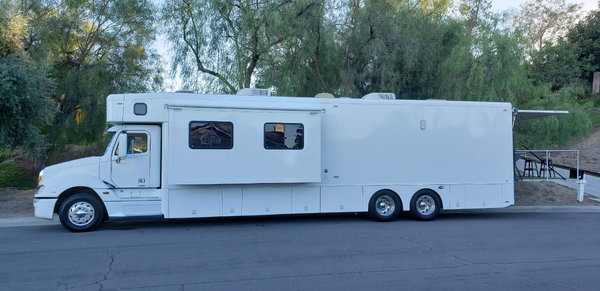 Remodeled 2005 Showhauler 45  for Sale $219,000