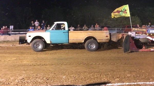 1969 Chevy 4×4 pulling truck