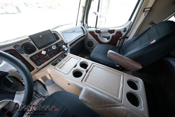 2012 Freightliner Sport Chassis RHA-114