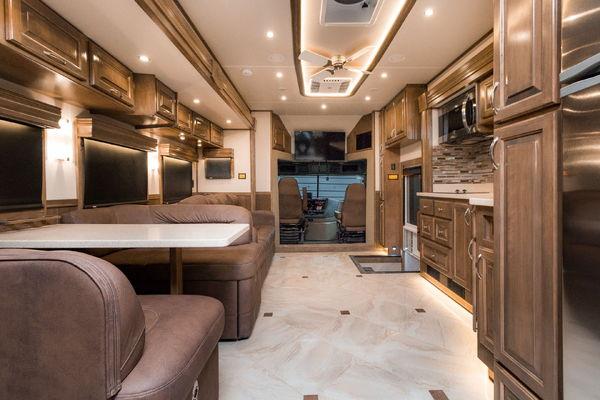 2018 Show Hauler Trucks 45ft Super C 600hp Detroit Diesel 12