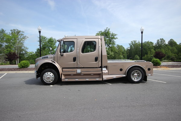 2015 Freightliner® SportChassis M2-106 Truck