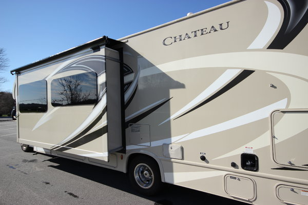 2017 Thor Motor Coach CHATEAU M-31L  Class C Motorhome