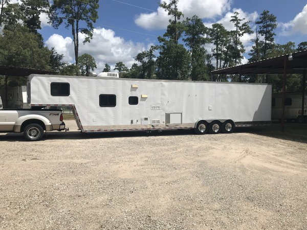 2005 Vintage Outlaw RVT 44' with LQ  for Sale $23,500