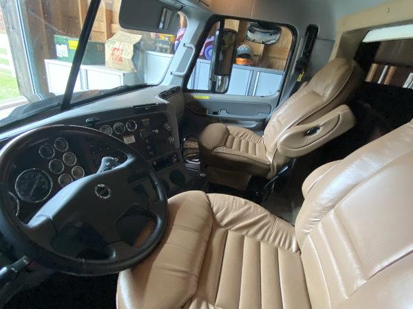 2009 Renegade 48ft motorhome 14ft garage rear bedroom Rare!