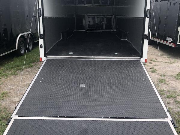 BLACK OUT TRIM - 2020 8.5' x 30' Continental Car