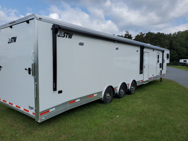 STW RACE CAR, TOY HAULER WITH LQ AND HUGE 28' GARAGE