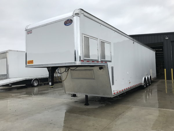 2019 United Trailers USHGN 8.5X44 BATHROOM PACKAGE Car / Rac