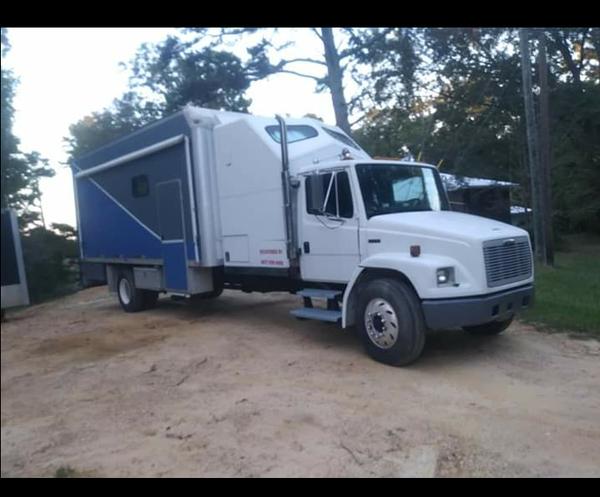 Fl70 box truck camper