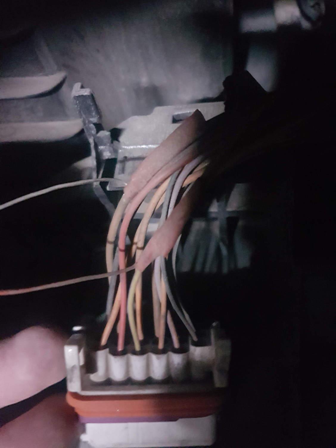Odd Extra Wires On 2004 Headlight Wiring Harness Help Rennlist Porsche Cayenne Thanks