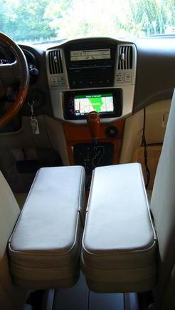 Kenwood DNX6960, 4.5 Armrests.
