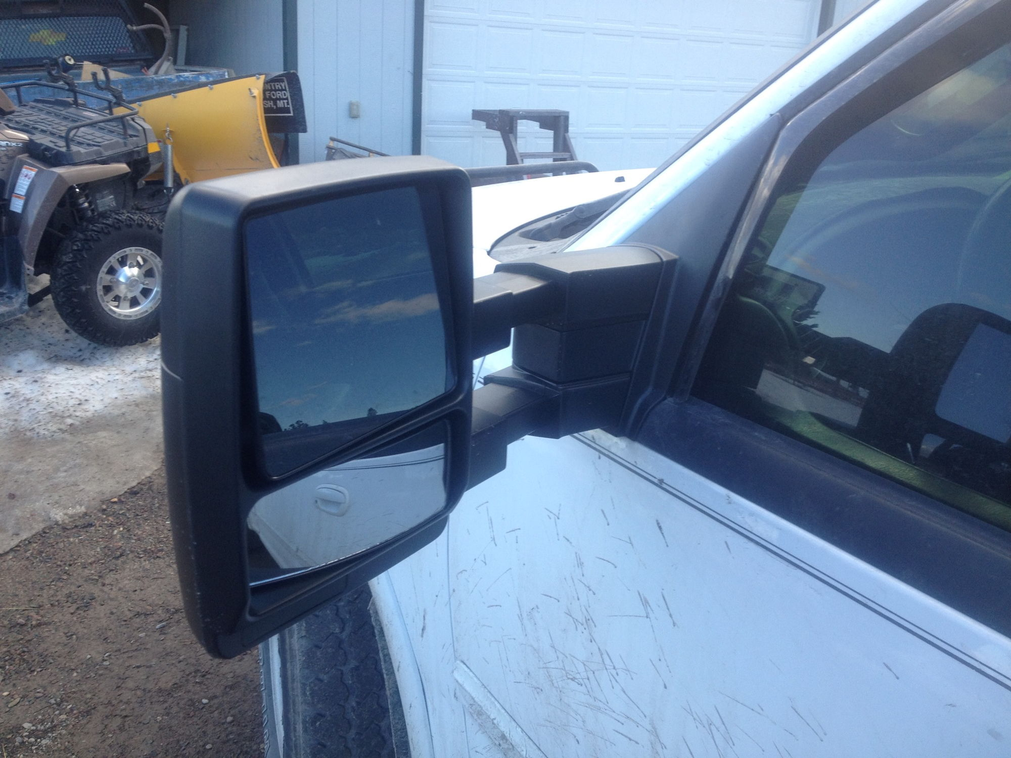 Tow mirror extended out