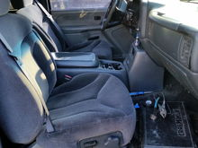 Got donor power seats with the full console to replace the busted up manual ones with the center jumper seat