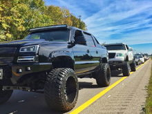 I like this set up but cant seem to find the info im into the headlights and wheel tire size they look like 37s but gotta be super wide maybe hes running a spacer?