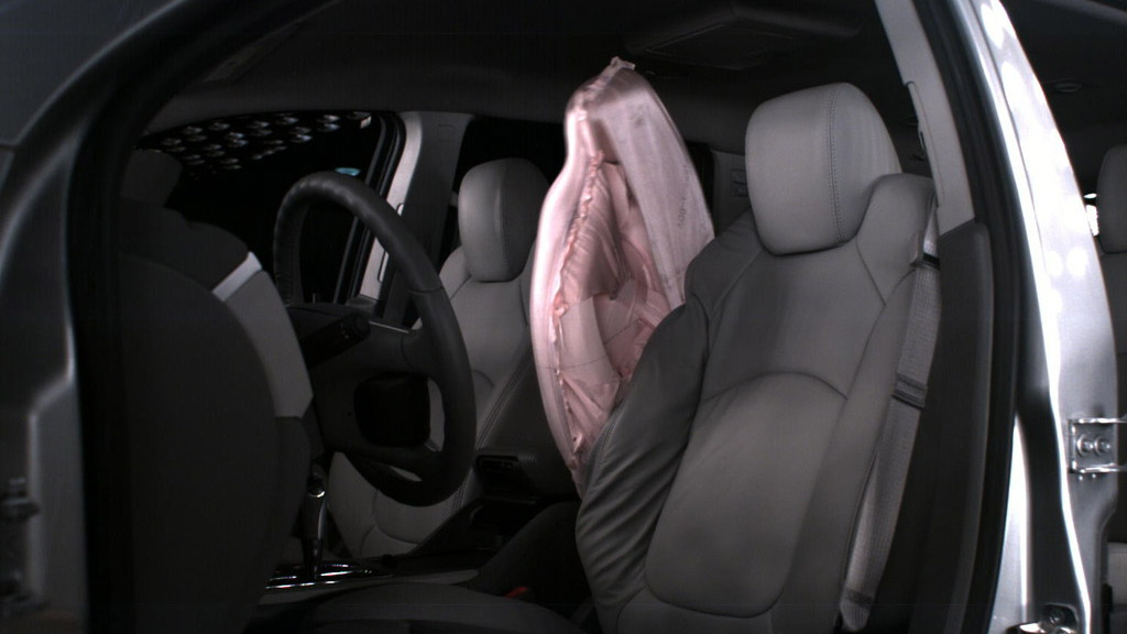 GM's front center airbag in action