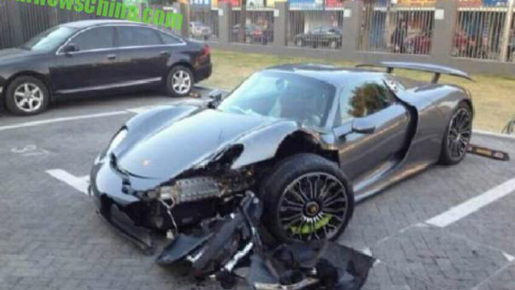 Porsche 918 Spyder that crashed in Shanghai, China - Image via CarNewsChina
