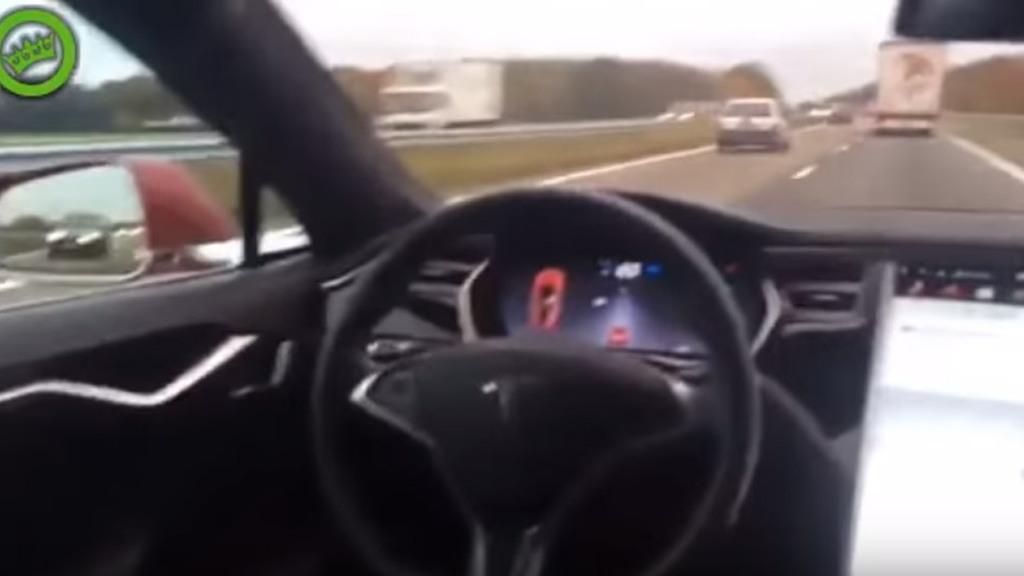 Tesla Model S owner tests Autopilot system from back seat