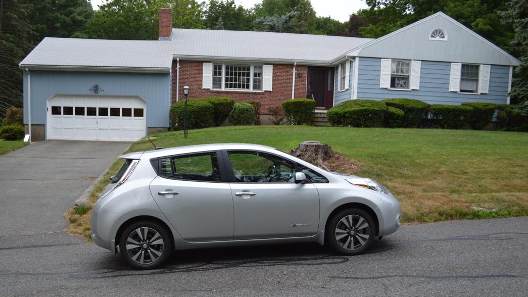 2015 Nissan Leaf at start of 1,000-mile road trip [photo: John Briggs]