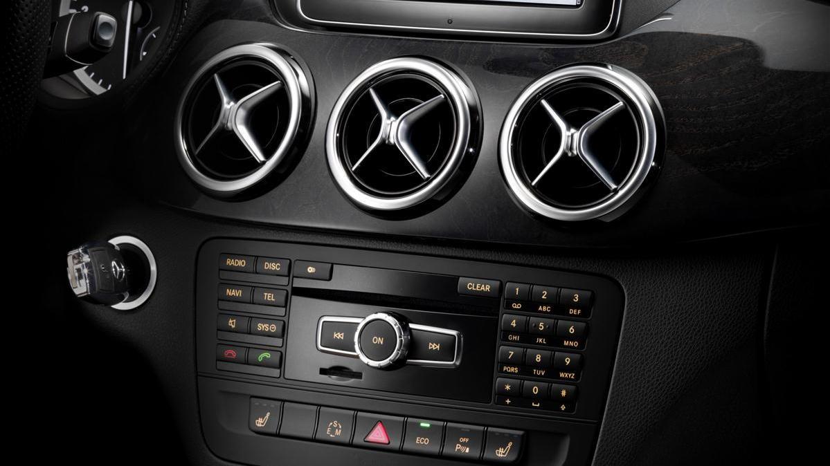 2012 Mercedes-Benz B-Class interior images