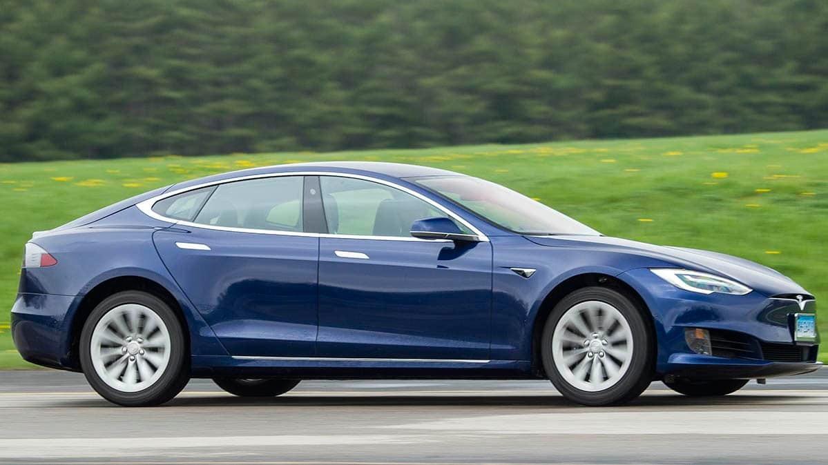 Musk aims to transform Tesla into self-driving robo-taxi company