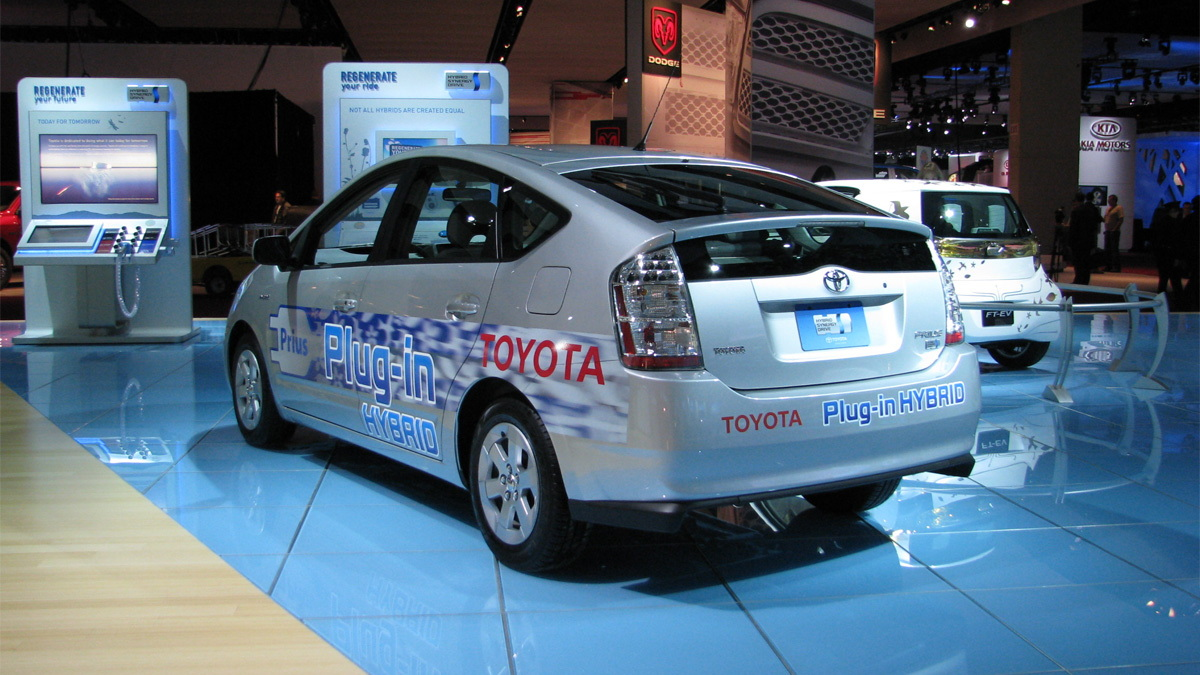 toyota plug in hybrid prius live 02