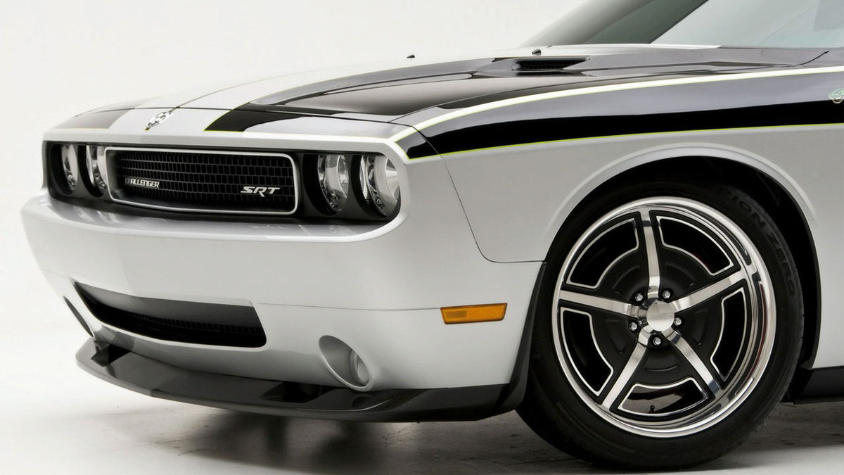 mr norms super challenger and cuda 025