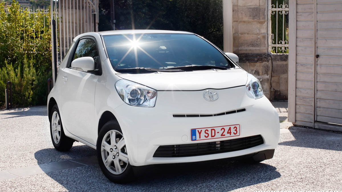 2010 toyota iq motorauthority 010