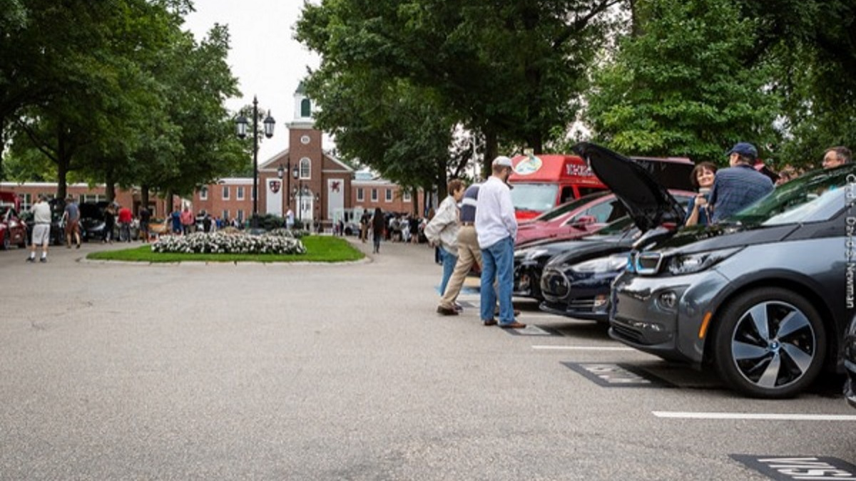 Old Saybrook CT National Drive Electric Week 2018 [Credit David B. Newman via Plug-in America]
