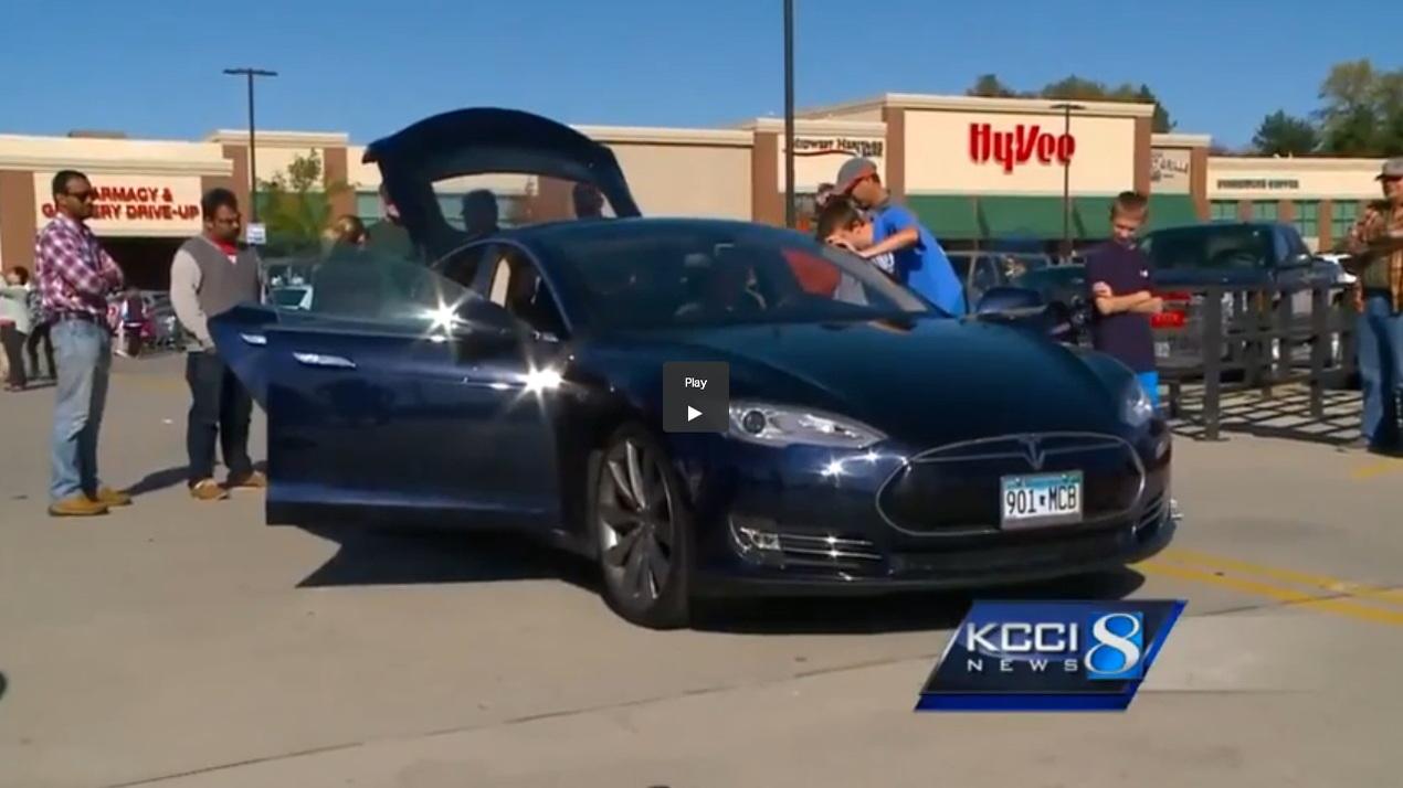 Minnesota Tesla Model S owners demonstrate their cars in Urbandale, Iowa, Oct 2014  [KCCI 8 video]