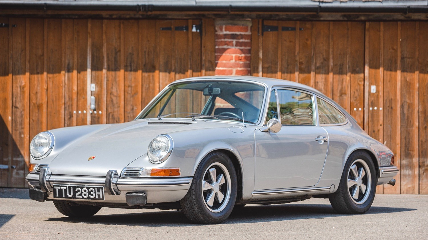 1969 Porsche 911T owned by Richard Hammond (photo via Silverstone Auctions)